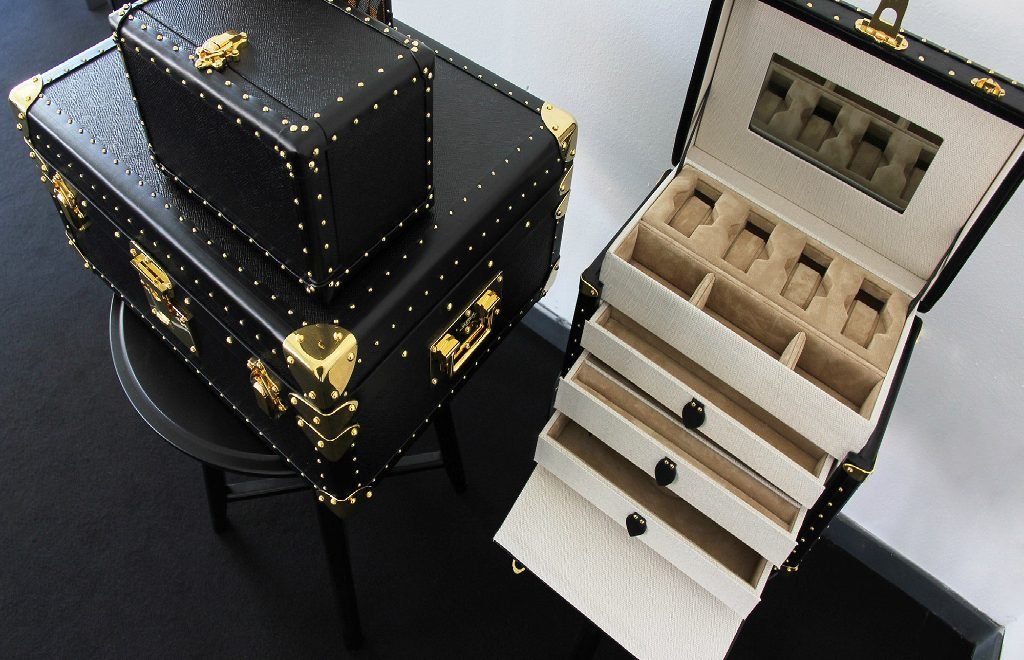 Fashion House Au Départ Brings All The Luxury Design To The Market