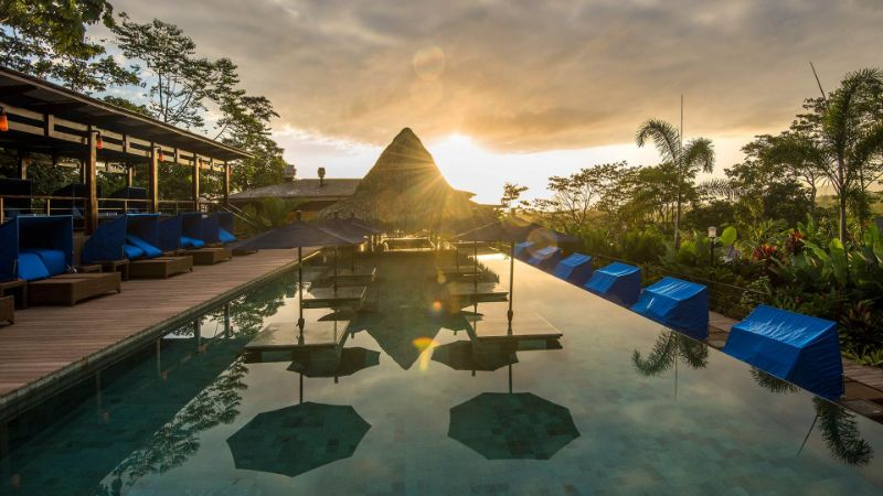 Take A Look At These 10 Stunning Luxury Hotel's Infinity Pools luxury hotel Take A Look At These 10 Stunning Luxury Hotel's Infinity Pools 009596 07 Nayara Springs 65 CielitoLindoPoolNS