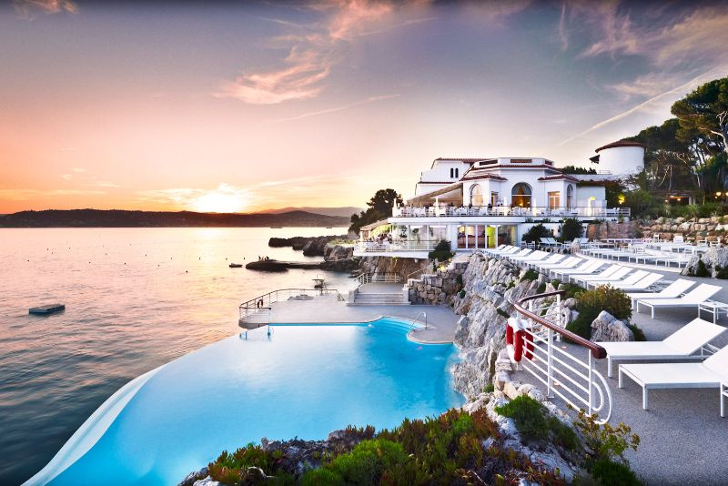 luxury hotel Take A Look At These 10 Stunning Luxury Hotel's Infinity Pools Hotel du Cap Eden Roc swimming pool