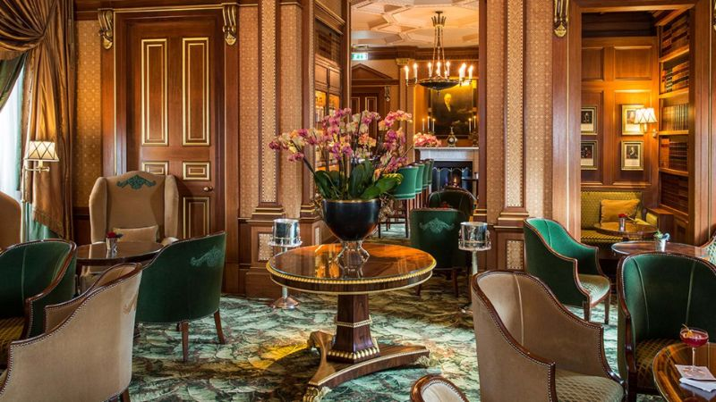 Have a Toast At One of These London's Cocktail Bars! cocktail bars Have a Toast At One of These London's Cocktail Bars! The Library Bar at The Lanesborough Hyde Park Corner 1