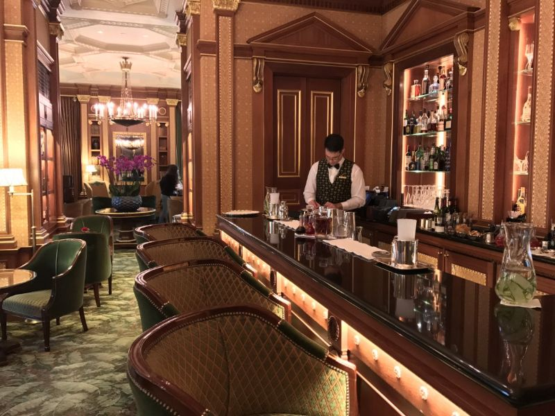 Have a Toast At One of These London's Cocktail Bars! cocktail bars Have a Toast At One of These London's Cocktail Bars! The Library Bar at The Lanesborough Hyde Park Corner 2