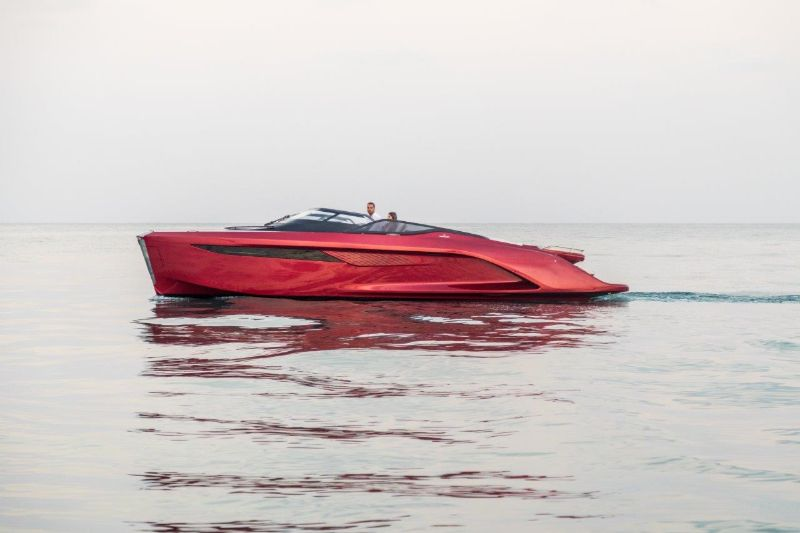 Agility And Elegance: Get Amazed By Princess R35 Superyacht superyacht Agility And Elegance: Get Amazed By Princess R35 Superyacht r35 exterior signal red hull 3