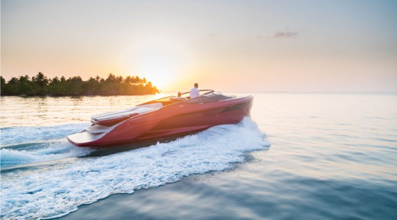 Agility And Elegance: Get Amazed By Princess R35 Superyacht superyacht Agility And Elegance: Get Amazed By Princess R35 Superyacht r35 exterior signal red hull 4 800x444