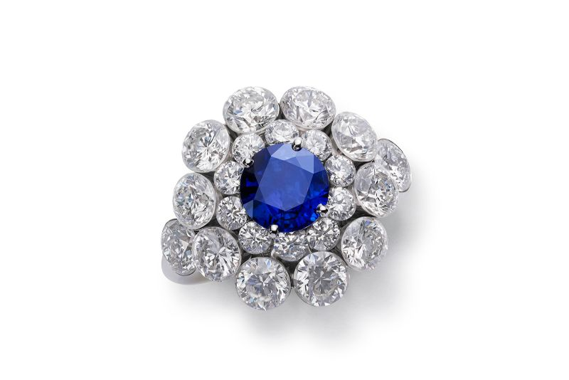 Classic Blue Brings A Sense Of Luxury To These Unique Jewerly Pieces classic blue Classic Blue Brings A Sense Of Luxury To These Unique Jewerly Pieces Chopard Magical Setting rings
