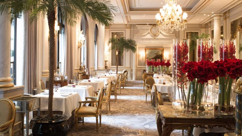 Where To Eat In Paris: 10 Luxury Restaurants In The City Of Lights luxury restaurants Where To Eat In Paris: 10 Luxury Restaurants In The City Of Lights Le Cinq at Four Seasons George V