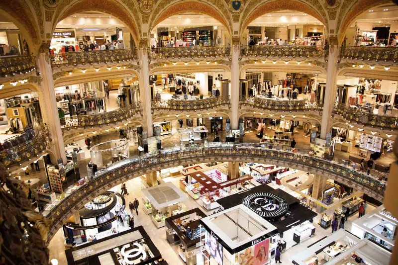 Where To Shop In Paris: The 10 Best Luxury Stores luxury stores Where To Shop In Paris: The 10 Best Luxury Stores PARIS in 100       The 10 Top Best Luxury Stores 3