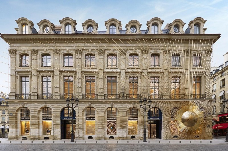 Where To Shop In Paris: The 10 Best Luxury Stores luxury stores Where To Shop In Paris: The 10 Best Luxury Stores PARIS in 100       The 10 Top Best Luxury Stores 4