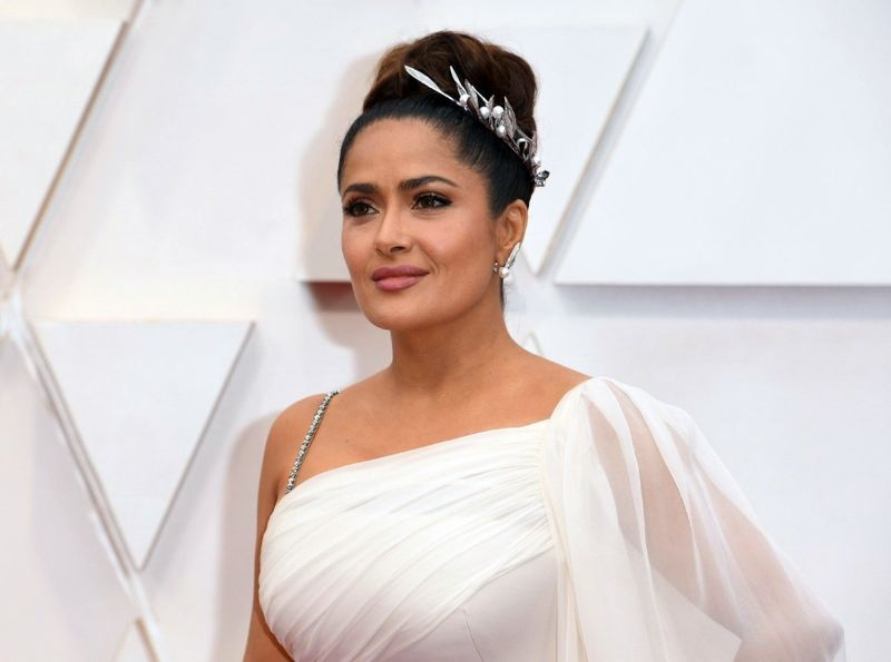 Oscars 2020: The 10 Best Jewelry Pieces From The Red Carpet oscars 2020 Oscars 2020: The 10 Best Jewelry Pieces From The Red Carpet Salma Hayek Pinault in Boucheron