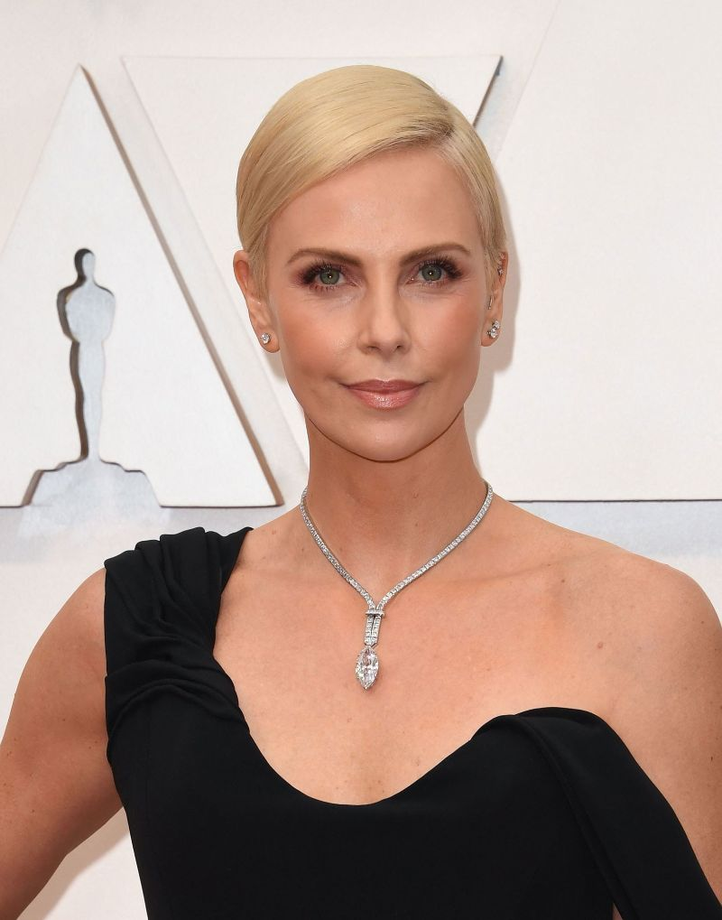 Oscars 2020: The 10 Best Jewelry Pieces From The Red Carpet oscars 2020 Oscars 2020: The 10 Best Jewelry Pieces From The Red Carpet charlize theron oscars 2020
