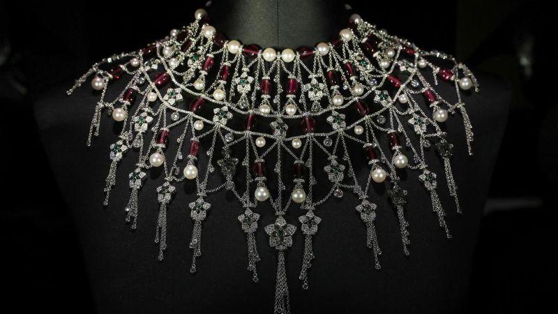 Honoring A Rich Heritage Of The UAE: Bulgari's New Jewelry Collection bulgari Honoring A Rich Heritage Of The UAE: Bulgari's New Jewelry Collection PS1102 LOUVRE BULGARI19