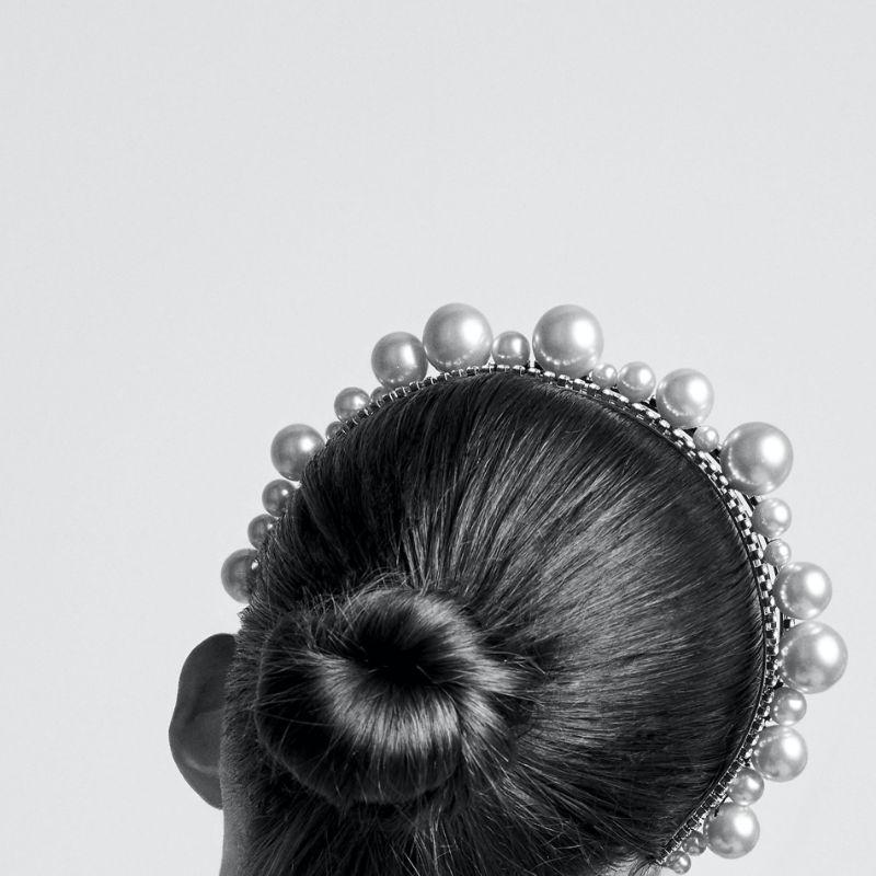 Fine Craftsmanship & Luxury Design: Unique Jewelry Pieces By Givenchy givenchy Fine Craftsmanship & Luxury Design: Unique Jewelry Pieces By Givenchy ARIANA HEADBAND IN PEARLS AND CRYSTALS
