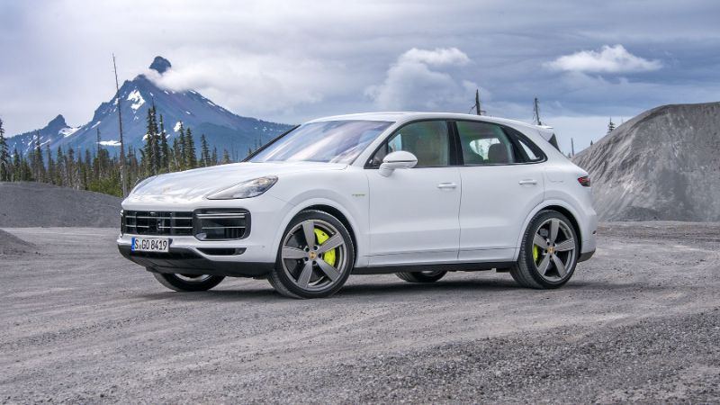 The 2020 Porsche Cayenne E-Hybrid - A Pure Perfomance Of Luxury porsche The 2020 Porsche Cayenne E-Hybrid – A Pure Performance Of Luxury The 2020 Porsche Cayenne E Hybrid A Pure Perfomance Of Luxury 10