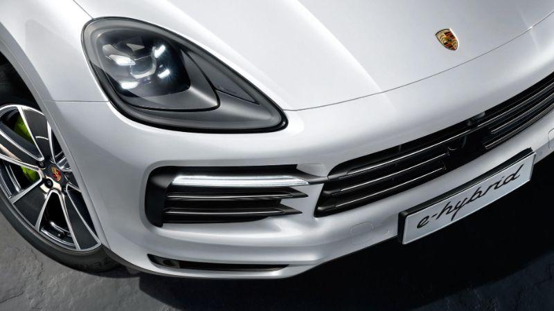 The 2020 Porsche Cayenne E-Hybrid - A Pure Perfomance Of Luxury porsche The 2020 Porsche Cayenne E-Hybrid – A Pure Performance Of Luxury The 2020 Porsche Cayenne E Hybrid A Pure Perfomance Of Luxury 2