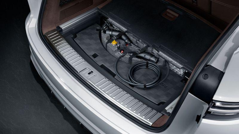 The 2020 Porsche Cayenne E-Hybrid - A Pure Perfomance Of Luxury porsche The 2020 Porsche Cayenne E-Hybrid – A Pure Performance Of Luxury The 2020 Porsche Cayenne E Hybrid A Pure Perfomance Of Luxury 5