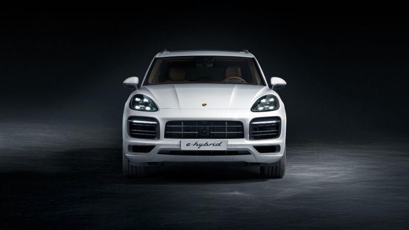 The 2020 Porsche Cayenne E-Hybrid - A Pure Perfomance Of Luxury porsche The 2020 Porsche Cayenne E-Hybrid – A Pure Performance Of Luxury The 2020 Porsche Cayenne E Hybrid A Pure Perfomance Of Luxury 6