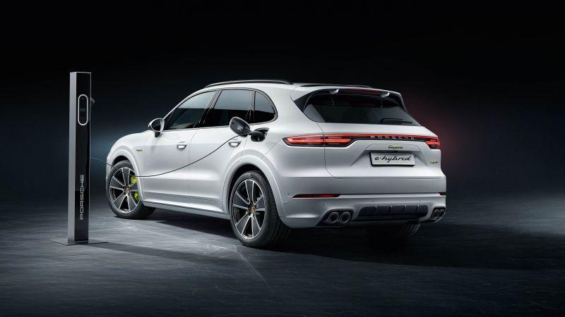 The 2020 Porsche Cayenne E-Hybrid - A Pure Perfomance Of Luxury porsche The 2020 Porsche Cayenne E-Hybrid – A Pure Performance Of Luxury The 2020 Porsche Cayenne E Hybrid A Pure Perfomance Of Luxury 8
