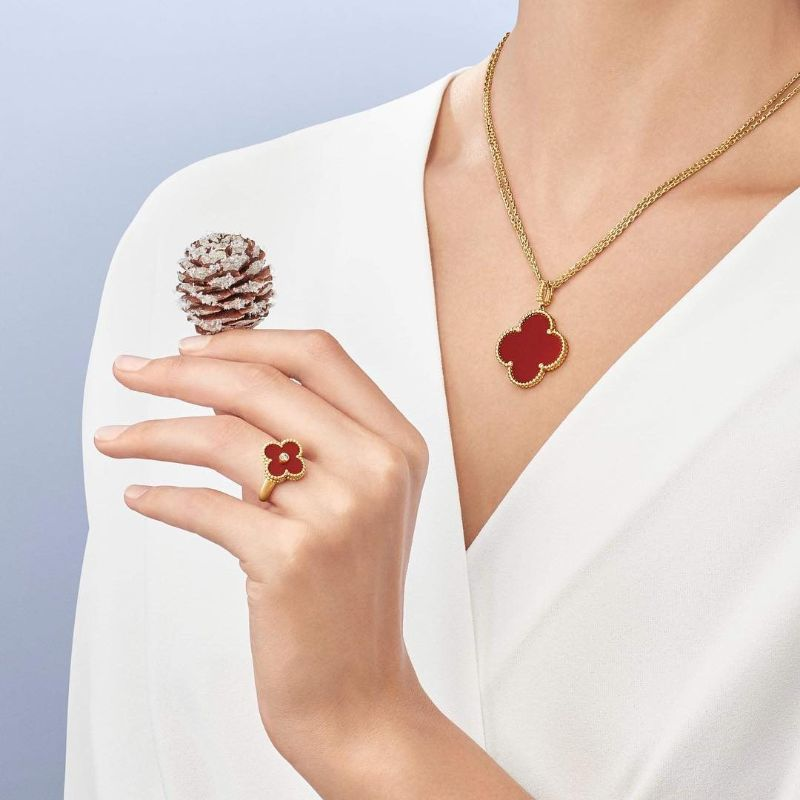 TOP 10 Most Luxurious Jewelry Brands - Part 1 jewelry brand TOP 10 Most Luxurious Jewelry Brands – Part 1 Van Cleef Arpels