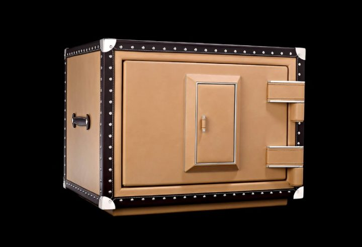 Luxury Safes For A Millionaire Home luxury safe Luxury Safes For A Millionaire Home doettling luxury safes gatsby 720x491 1