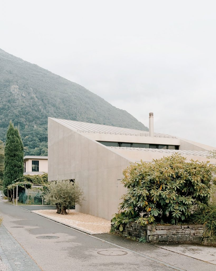 Pyramid House In Switzerland With an Outstanding Design pyramid house Pyramid House In Switzerland With an Outstanding Design 02 s pyramid house simone bossi yatzer 819x1024