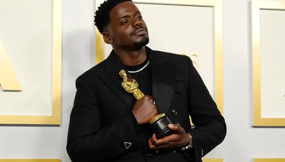 The Best Dressed Men On The Oscars oscars The Best Dressed Men At The Oscars Daniel Kaluuya oscars 2021 backstage co  pia