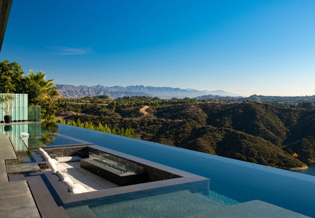 Luxury Homes With Exquisite Infinity Pools luxury home Luxury Homes With Exquisite Infinity Pools Infinity BelAir