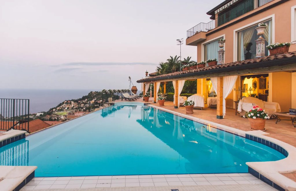 Luxury Homes With Exquisite Infinity Pools