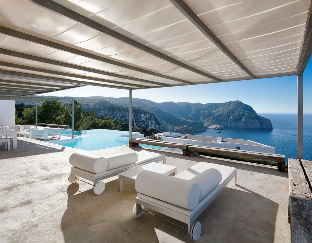 Luxury Homes With Exquisite Infinity Pools luxury home Luxury Homes With Exquisite Infinity Pools Infinity ibiza