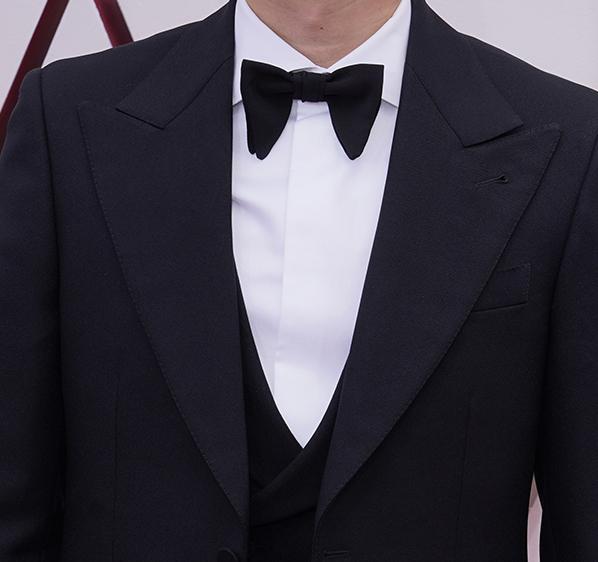 The Best Dressed Men On The Oscars oscars The Best Dressed Men At The Oscars oscars 2021 best dressed steven yeun co  pia